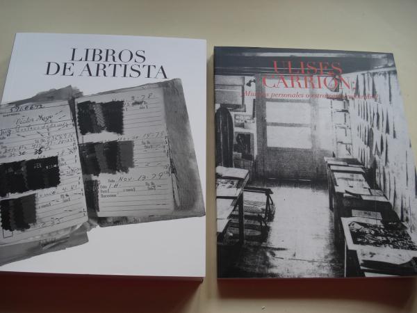 Estuche con dos libros. ¿Mundos personales o estrategias culturales? de Ulises Carrión, Vol. II  Libros de artistas / Artist Books  Vol. I, de varios autores / (Textos en español-english)