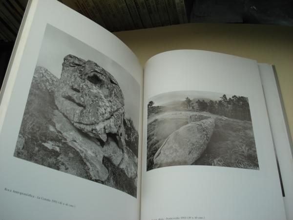 Rocas del tiempo (Fotografías en B/N). Catálogo Exposición, A Coruña, 1994