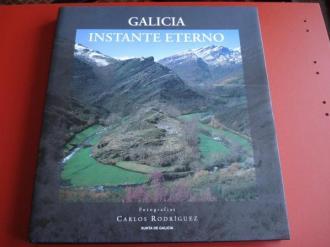 Galicia instante eterno. Fotografías en color de gran formato a toda páxina con despregables (triple páxina). Textos en galego, castelán e inglés - Ver os detalles do produto